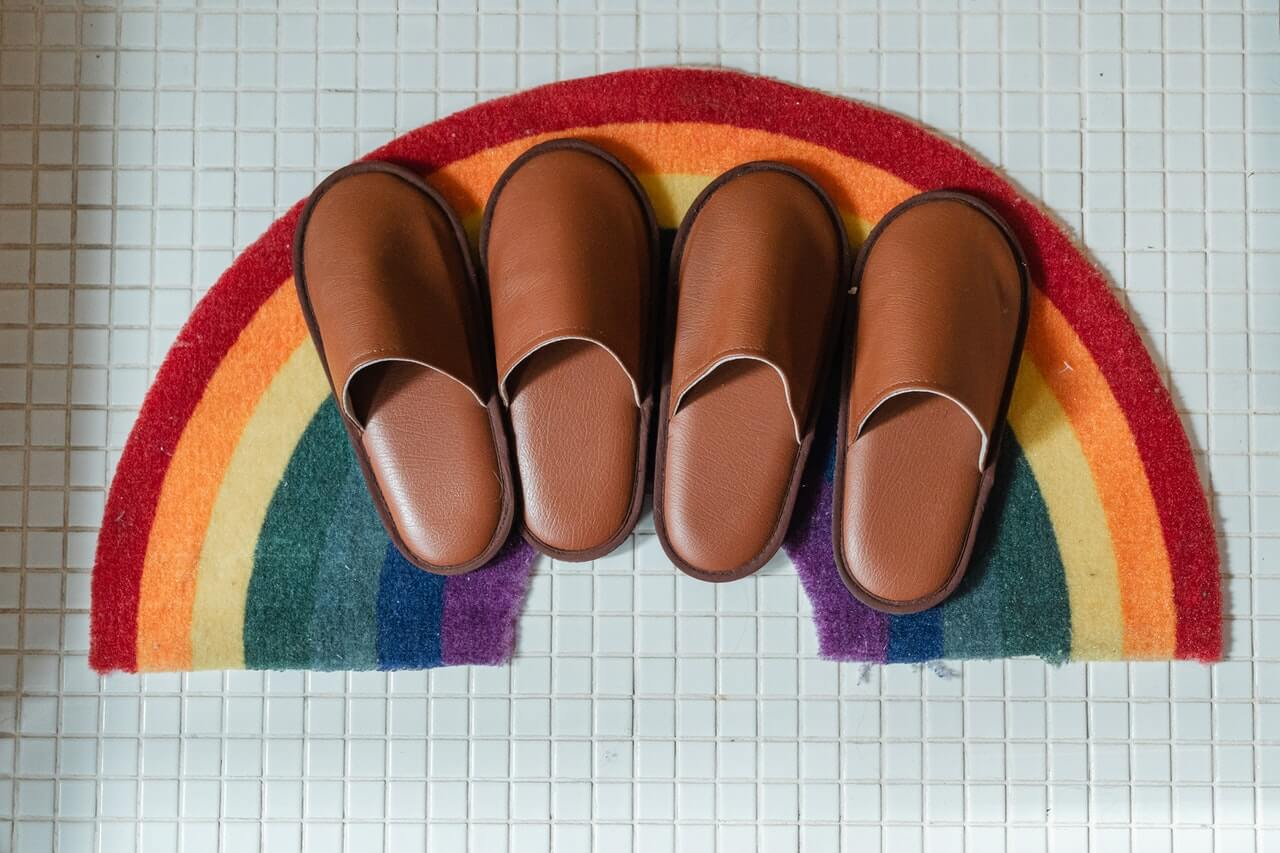 Rainbow bath mat with 2 sets of brown slippers