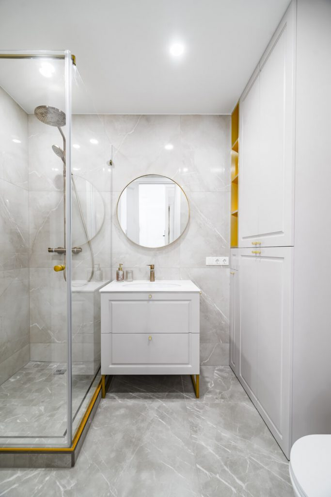 A wide view to modern and classical, bright bathroom.