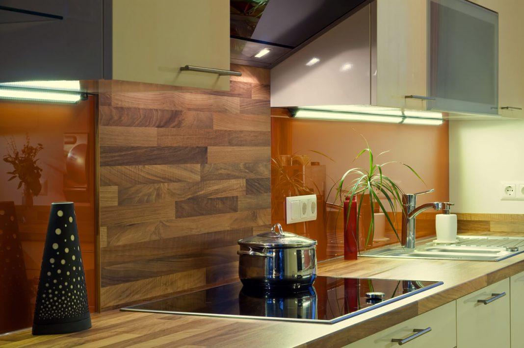 Kitchen splash back and cooker