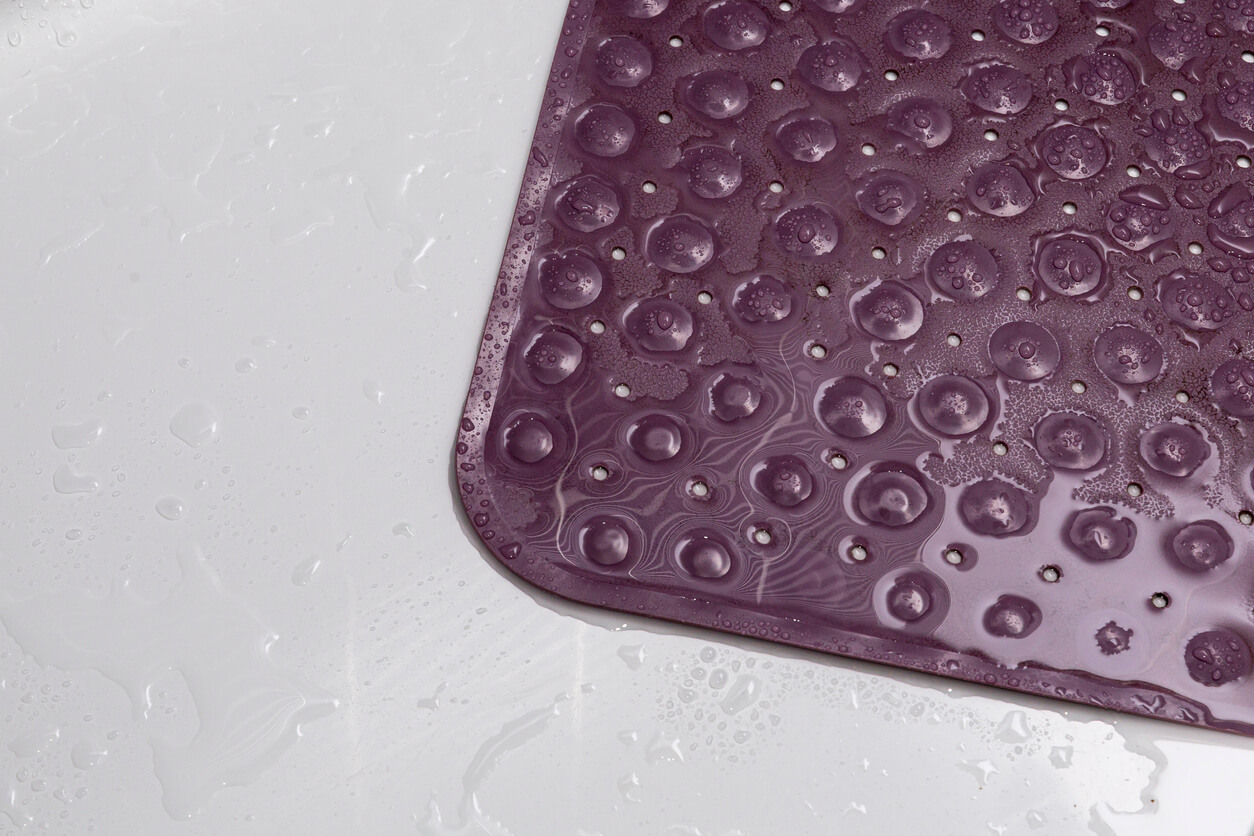 Wet purple rubber bath mat